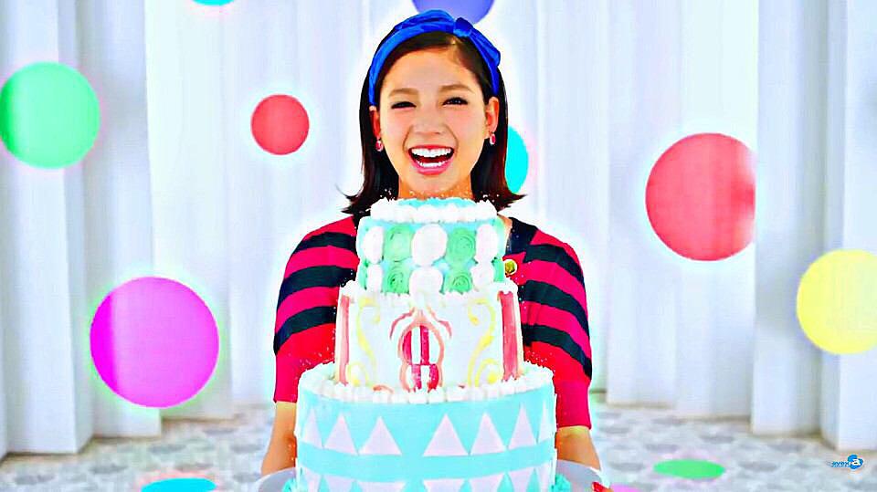 ケーキを持った石井杏奈