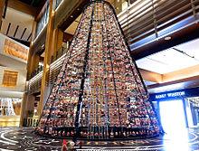 サンタクロース人形のクリスマスツリー おしゃれの画像(サンタクロースに関連した画像)