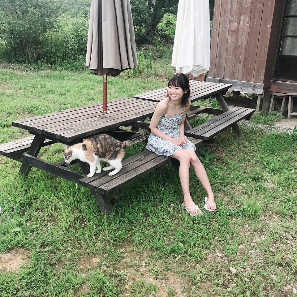 猫と一緒な斉藤朱夏