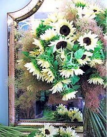 ヒマワリの花アレンジ  写真右下のハートを押してねの画像(ヒマワリに関連した画像)