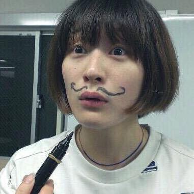 ひげを描く水曜日のカンパネラ・コムアイ