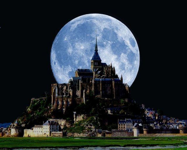 絵になる一枚の月