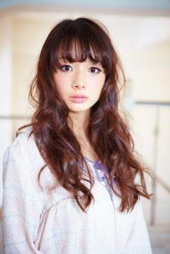 ファッションモデルの岡田紗佳さん