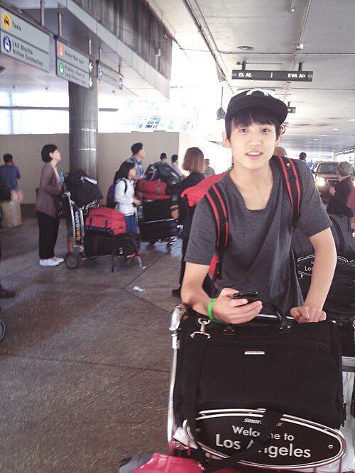 ジョンググの空港での写真