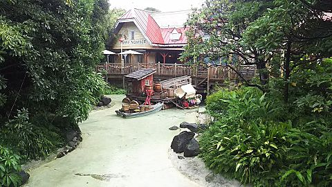 東京の夢の国 南国のログハウスの画像(プリ画像)