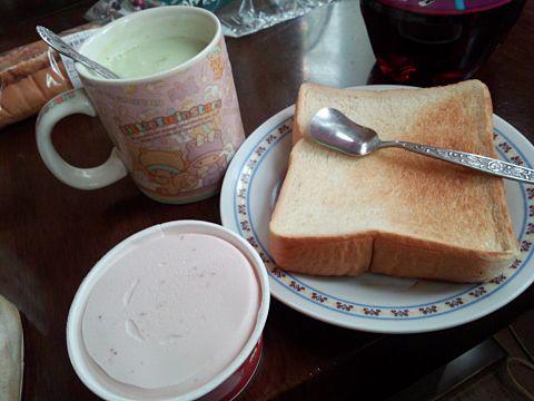 朝アイストースト
