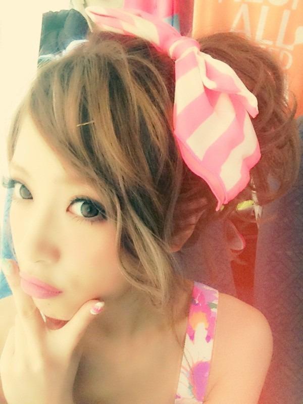 肌がとっても綺麗な舟山久美子の画像