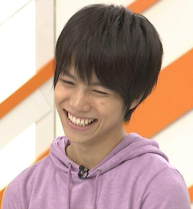 物凄く楽しそうに笑う笑顔の重岡大毅