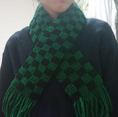 ダイソーの毛糸を使ってミサンガマフラー(市松模様)の画像(プリ画像)