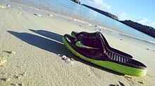 NIKEのサンダルと地元の海の画像(プリ画像)