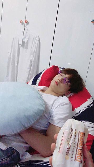 グクの寝顔の画像(プリ画像)