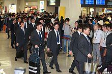 那覇空港での選手たちの画像(大嶋匠に関連した画像)