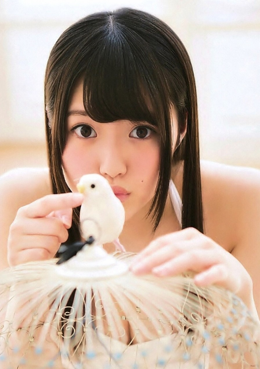 小鳥にキスをする顔も可愛すぎる木本花音