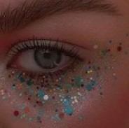 目の画像(化粧に関連した画像)