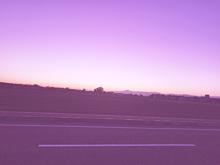 澄み渡る紫色の空の画像(紫色に関連した画像)