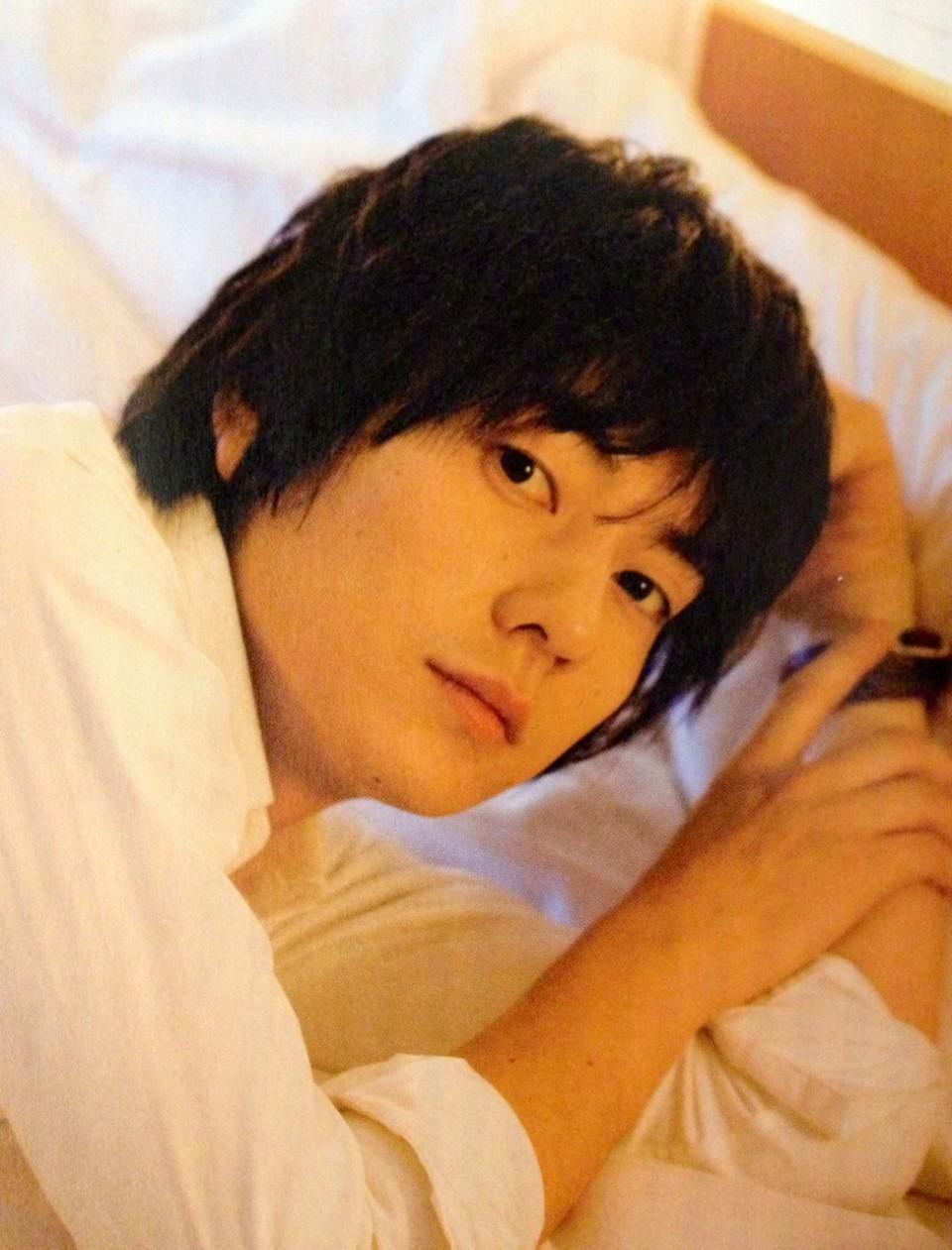 ベッドから見つめる山村隆太さん