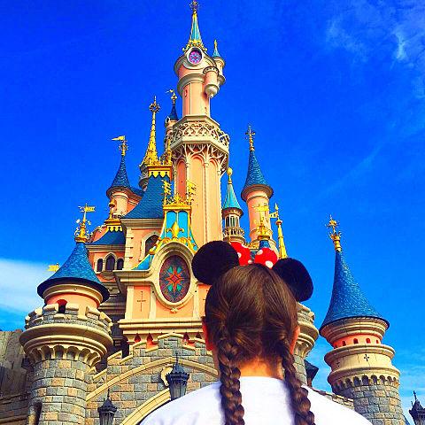 Disney 可愛い 海外ガール 空ゆめかわ 外国 加工素材背景の画像(プリ画像)