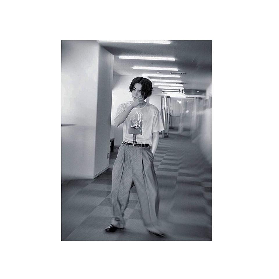 白黒でおしゃれでかっこいい菅田将暉