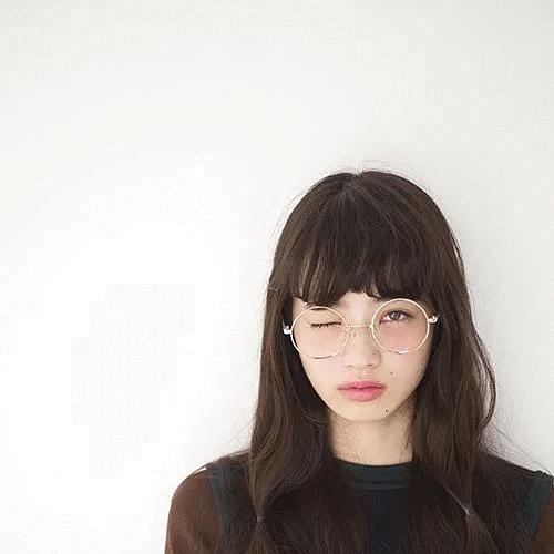 丸眼鏡のオシャレで可愛い小松菜奈