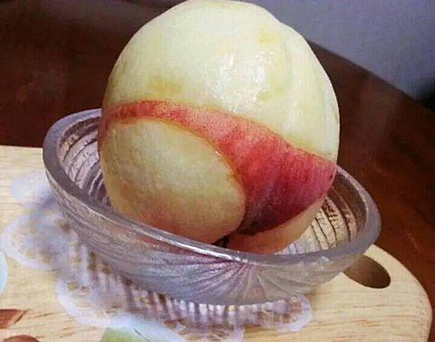 桃の新しい剥き方の画像(プリ画像)
