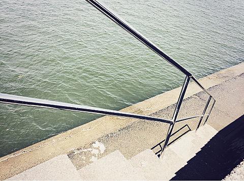 海に続く階段の画像(プリ画像)