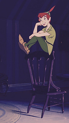 椅子の上にのっているピーターパンです。