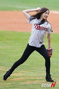 高画質 Jamsil Stadium  テヨン 少女時代 始球式の画像(始球式に関連した画像)