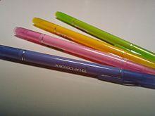 筆箱の中のペンがNEWSカラーの人 ポチッ