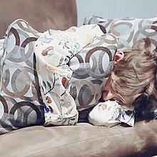 何かを抱いてじゃないと寝れないテテの画像(寝れないに関連した画像)