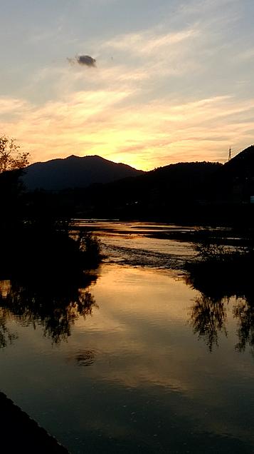 川の夕焼けの画像(プリ画像)