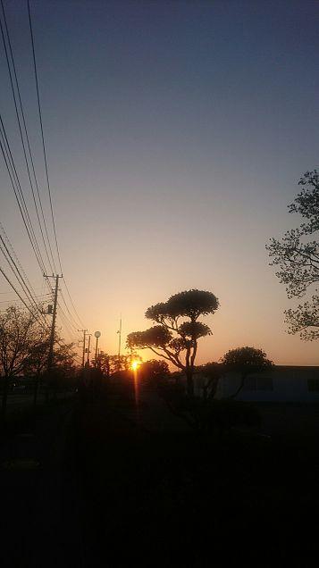 街 夕日 シルエットの画像 プリ画像