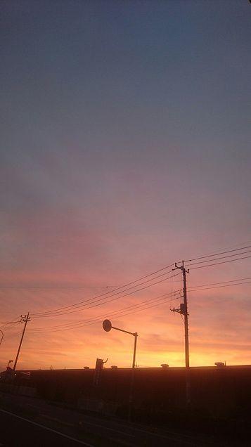 夕暮れ 町 シルエットの画像 プリ画像