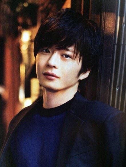 優しげな表情の田中圭。