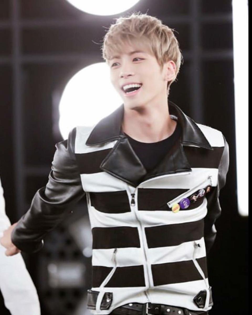 笑顔のジョンヒョンの高画質画像です。