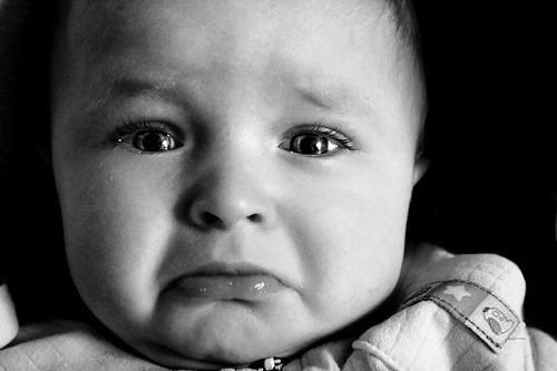 モノクロ泣き顔