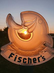 夕日に照らされるフィッシャーズロゴの画像(夕日に関連した画像)