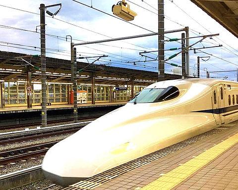 朝の新幹線 かっこいいの画像(プリ画像)