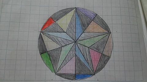 授業で書いた五角形の図に色つけてみたの画像(プリ画像)