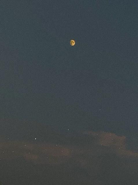 月の画像(プリ画像)