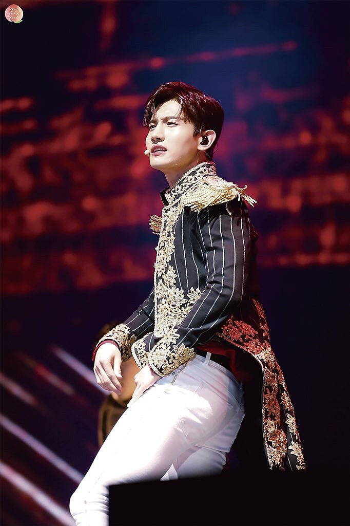 王子様のような姿のチャンミン高画質画像です。