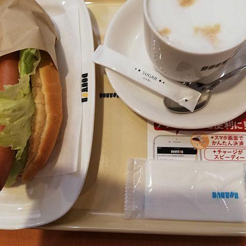 ターリーズコーヒーでホットドッグだよ。おいしいよ。の画像(プリ画像)