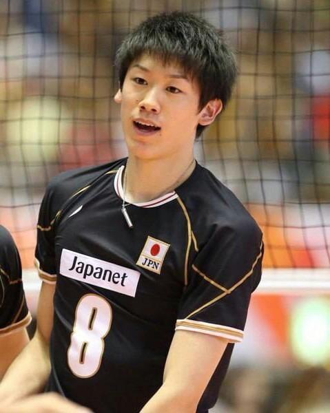 黒いユニフォーム姿の石川選手。