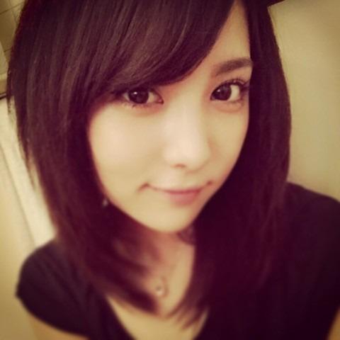 黒髪で自撮りのかわいい石川恋
