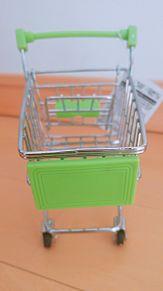ミニチュアショッピングカートの画像(ショッピに関連した画像)