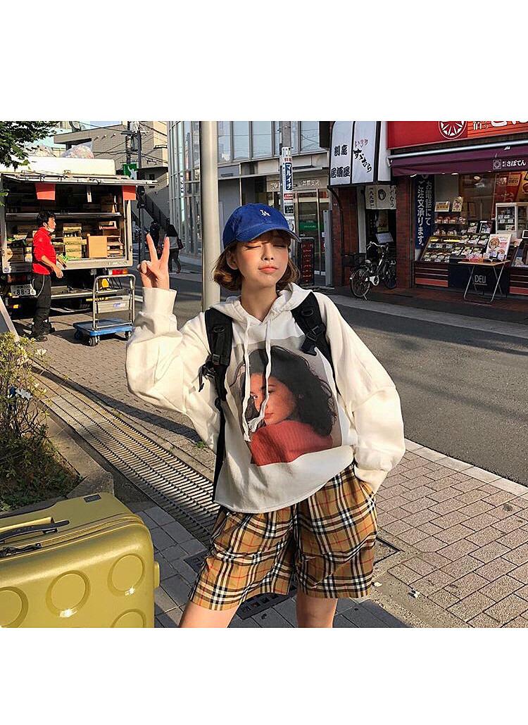 日本での撮影で、ポーズを決めているカン・テリ高画質画像です。