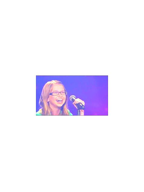 歌う女の子の画像(プリ画像)