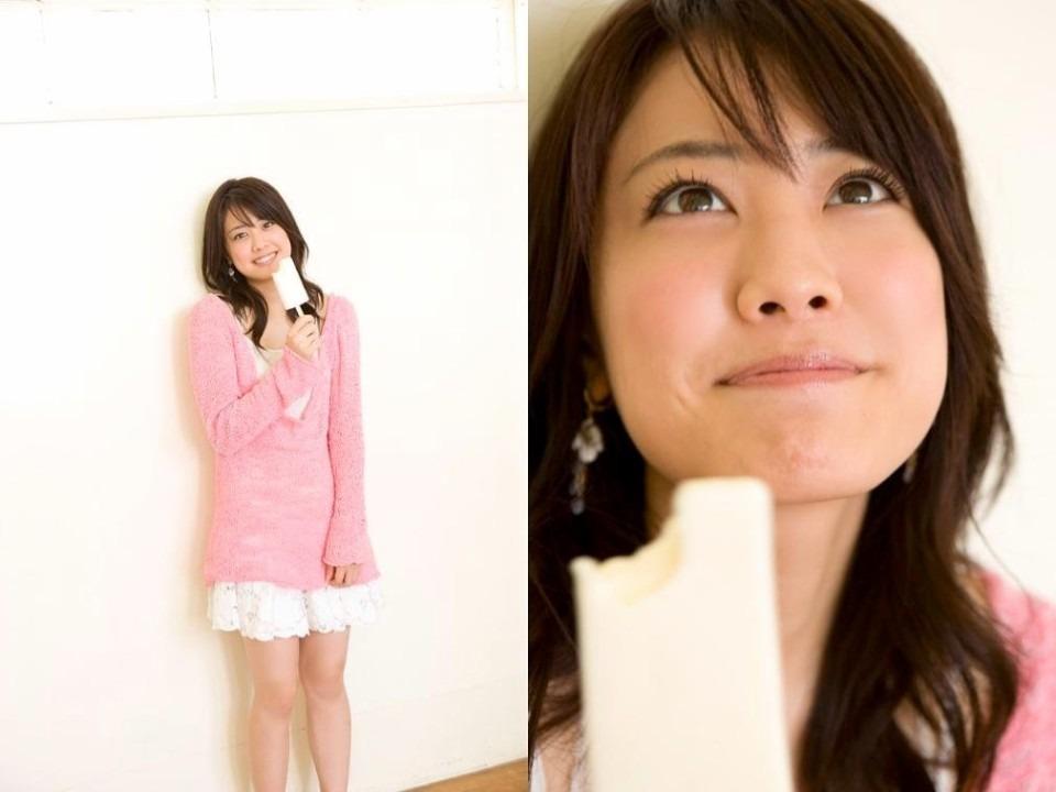 アイスを食べる福田沙紀