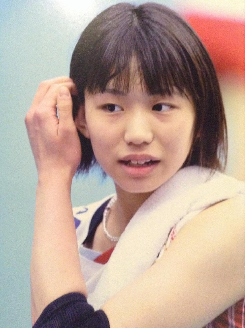 髪に手をやる可愛い古賀紗理那