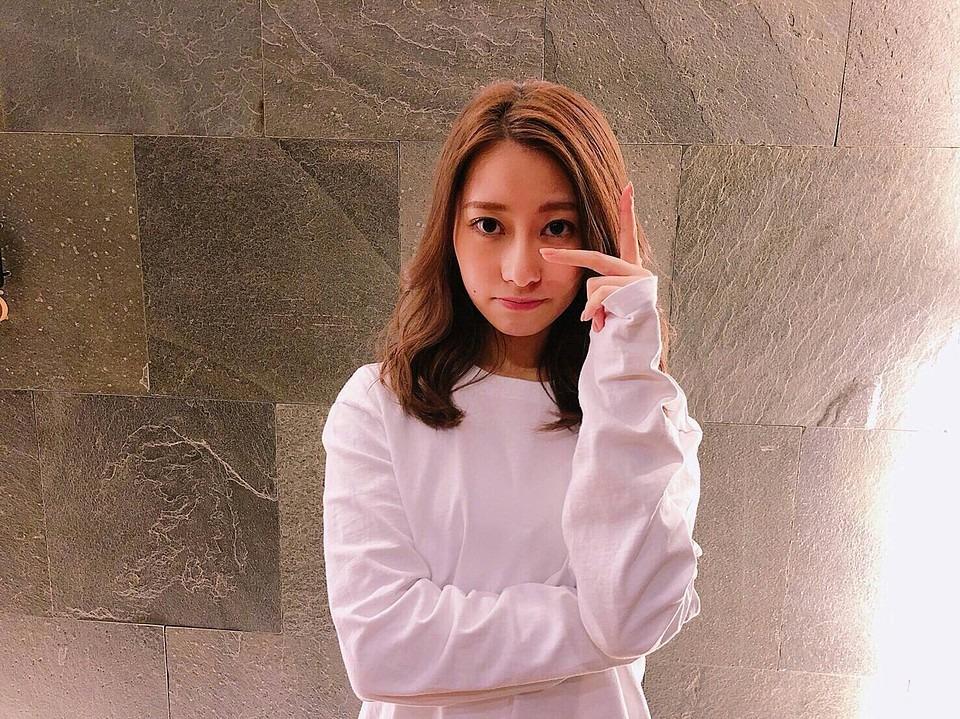 かわいいポーズの桜井玲香(乃木坂46)画像です。