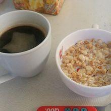 フルーツグラノーラとコーヒーの画像(プリ画像)